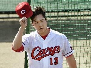 広島・加藤拓也の初登板は酷だった。一軍打者に、振ってもらえない辛さ。