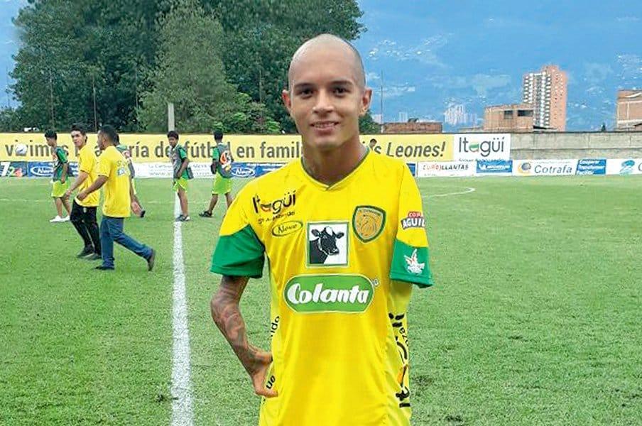 サンチャゴ・アロヤベの勇気と情熱。障害を乗り越えプロのサッカー選手へ。<Number Web> photograph by DR