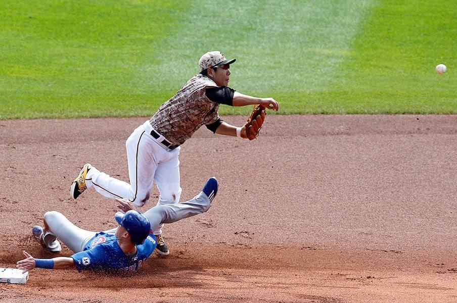 危険な走塁と容認プレー。~MLBでまたもアジア選手が犠牲に~<Number Web> photograph by Getty Images