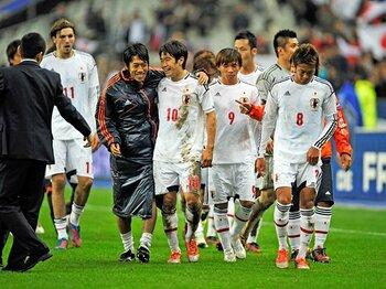 """サムライ達はなぜフランスに勝てた?決勝点に出た""""全員サッカー""""の意識。<Number Web> photograph by Takuya Sugiyama"""