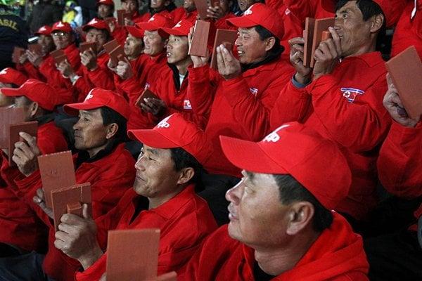 北朝鮮サポーターたち