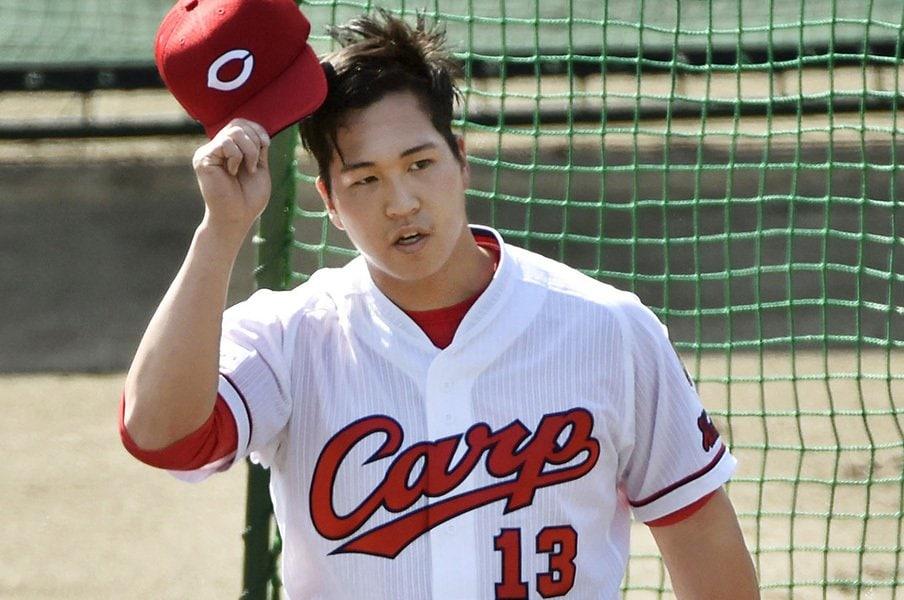 広島・加藤拓也の初登板は酷だった。一軍打者に、振ってもらえない辛さ。<Number Web> photograph by Kyodo News
