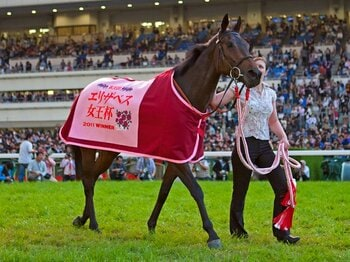 日本最強牝馬陣を粉砕したスノーフェアリーの豪脚。~エ女王杯、衝撃の瞬間を振り返る~<Number Web> photograph by Kiichi Yamamoto