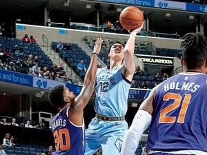 NBAデビューした渡邊雄太が、改めて称賛する田臥勇太の偉業。~「0から1にするのと、1から2にするのとでは」~