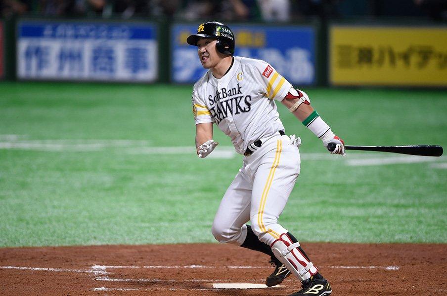 内川聖一は当代最高の右打者である。あまりにも圧倒的な3つの数字。<Number Web> photograph by Naoya Sanuki