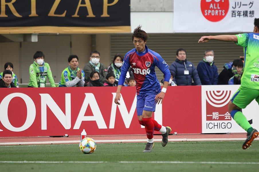 無敵のサイドバックへ着実に成長中!FC東京・室屋成、骨太なサッカー道。<Number Web> photograph by Takahito Ando