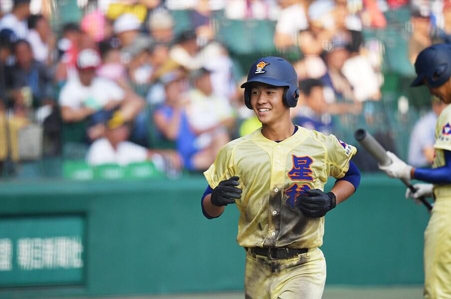 投手ほどテレビには映らずとも……。甲子園で驚いた5人の野手の才能。<Number Web> photograph by Hideki Sugiyama