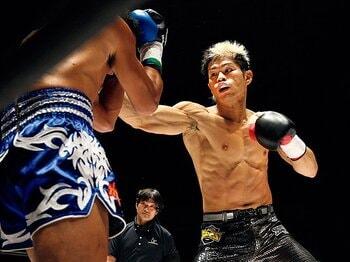 """重圧も骨折もはね除け、優勝を掴んだ鈴木博昭の覚悟。~シュートボクシング界の""""怪物くん""""~<Number Web> photograph by Susumu Nagao"""