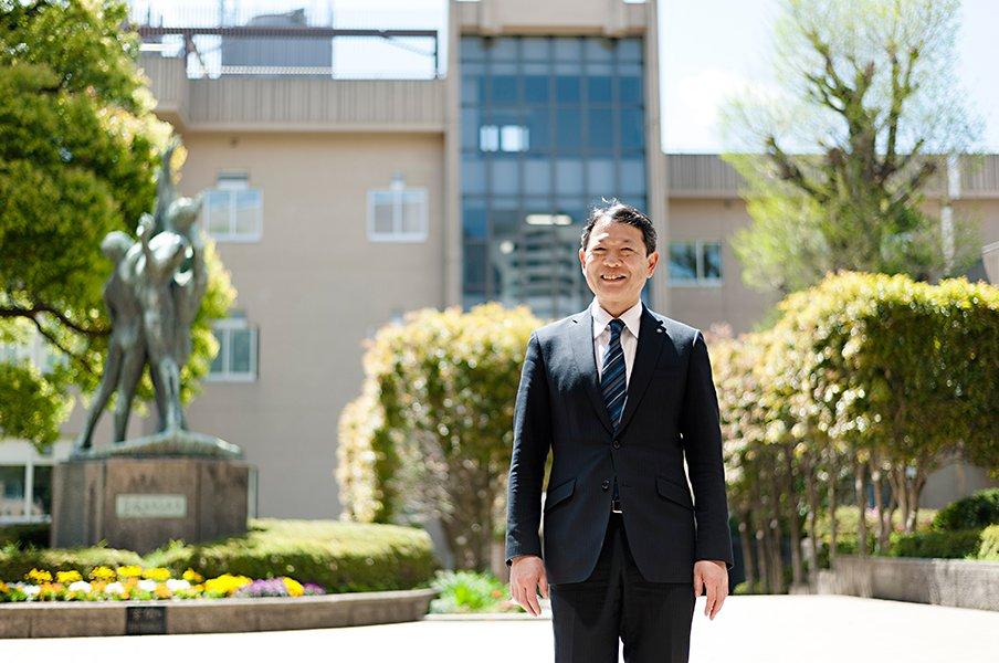 超進学校・日比谷の文武両道とは。自らも部活顧問を続ける校長の理想。<Number Web> photograph by Wataru Sato