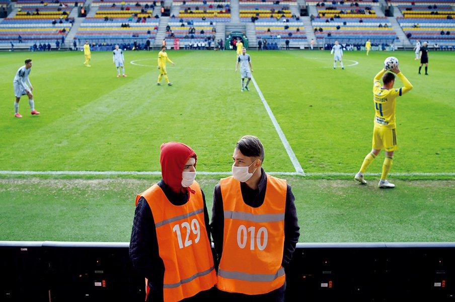 """開催続行のベラルーシに注目も。コロナ禍とサッカーの""""浄化""""。<Number Web> photograph by Getty Images"""