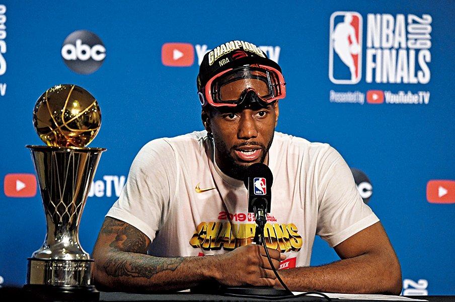 来季FAの注目、レナード。その選択はいかに。~NBAファイナルMVPの行方~<Number Web> photograph by Getty Images