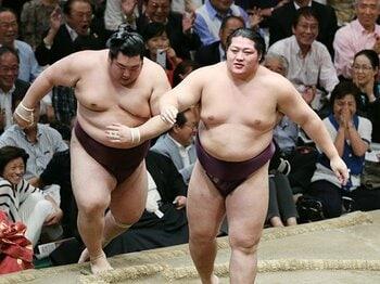 新入幕勝ち越しの遠藤は「太い」!ふてぶてしさと、愛される理由。<Number Web> photograph by JIJI