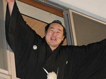 引退危機から鮮やかに復活した朝青龍。<Number Web> photograph by AFLO