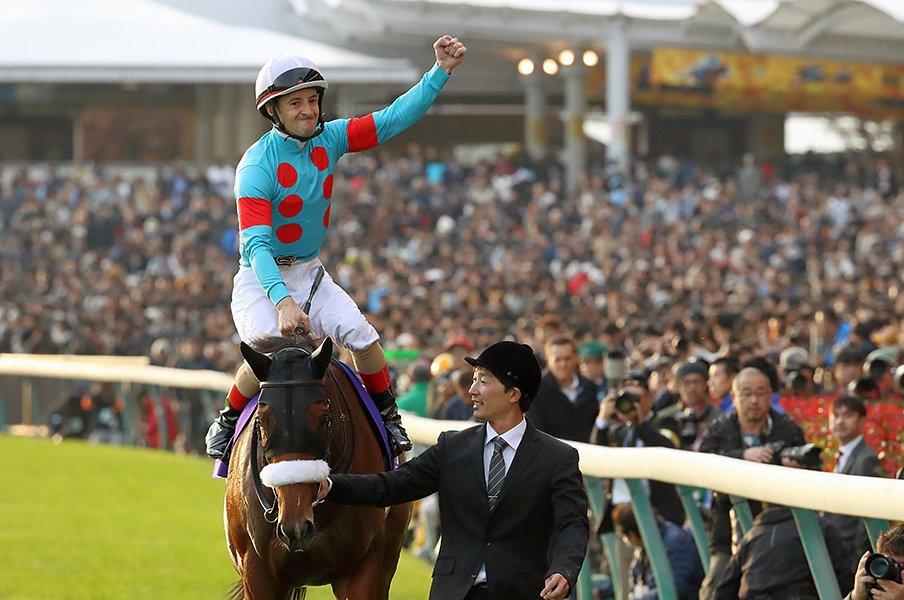 JC制覇、アーモンドアイは完璧な馬。ルメール「サッチ・ア・ストロング」<Number Web> photograph by Yuji Takahashi