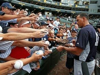 現役続行か? MLBから永久追放か?薬禍の主役、Aロッドの運命やいかに。<Number Web> photograph by Getty Images