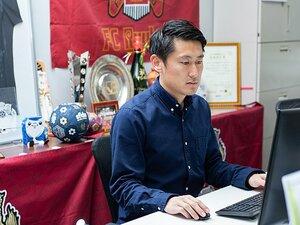 初J2・FC琉球の「新戦力」として。三上昴さんが池田純氏から学んだこと。