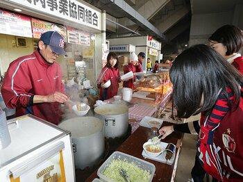 鹿島名物「食肉のモツ煮」物語。連覇の瞬間は極上の1杯とともに。<Number Web> photograph by J.LEAGUE PHOTOS