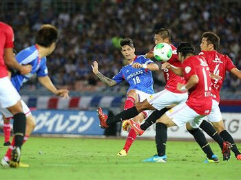首位を争う直接対決で横浜に完敗。浦和が残した「夏休みの宿題」とは。<Number Web> photograph by AFLO