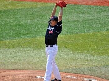 """破格の""""人間力""""で投げ続ける山本昌。彼が必要とされる日は、きっと来る。<Number Web> photograph by Hideki Sugiyama"""