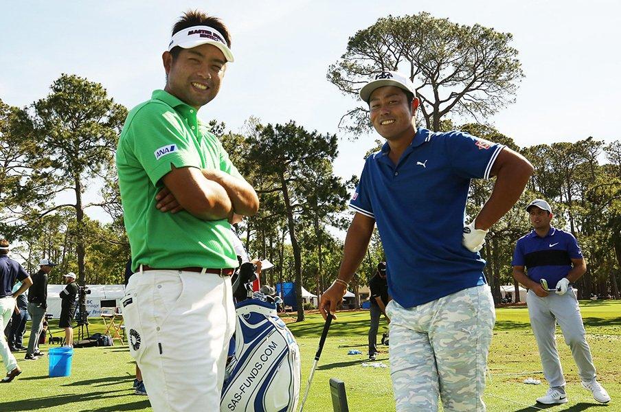練習中に、いい表情を見せてくれた池田勇太と谷原秀人。若い才能の出現と選手寿命の伸長で、ゴルフ界の世代は今本当に幅広いものになっている。