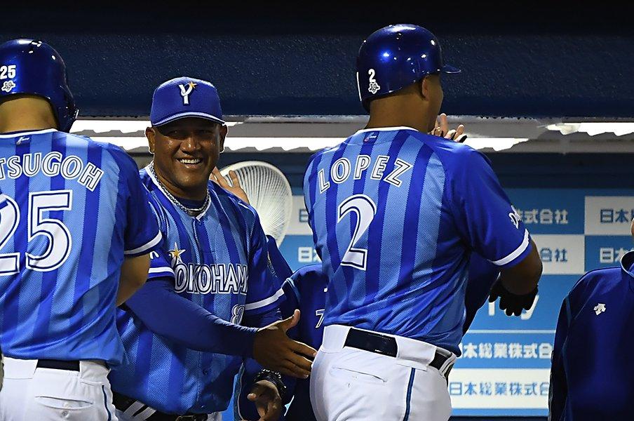 """ラミレスもロペスも""""歩かず選ばず""""。NPBで光るベネズエラ人の共通点。<Number Web> photograph by Kyodo News"""