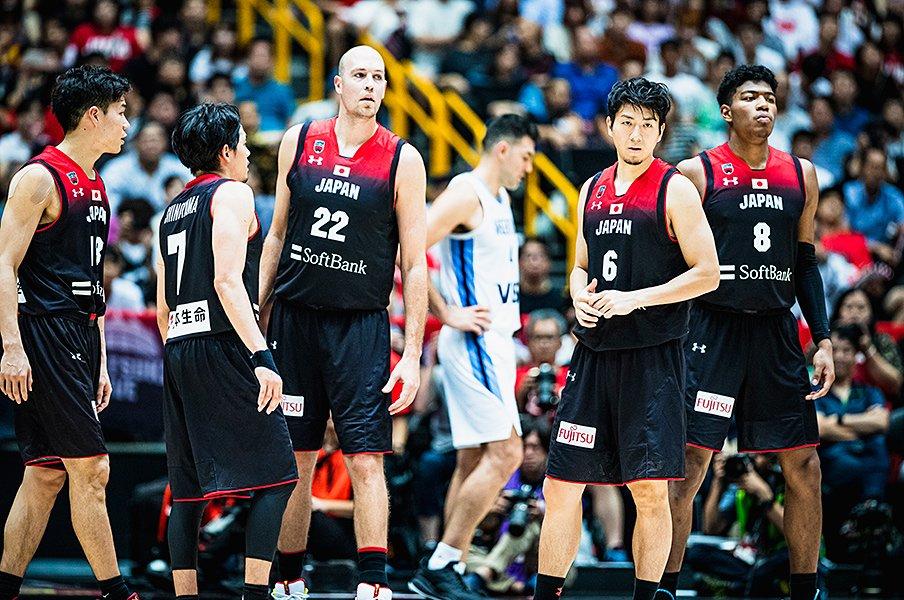 バスケW杯へ、海外挑戦で得た覚悟。比江島慎「代表に捧げているんです」<Number Web> photograph by Kiichi Matsumoto