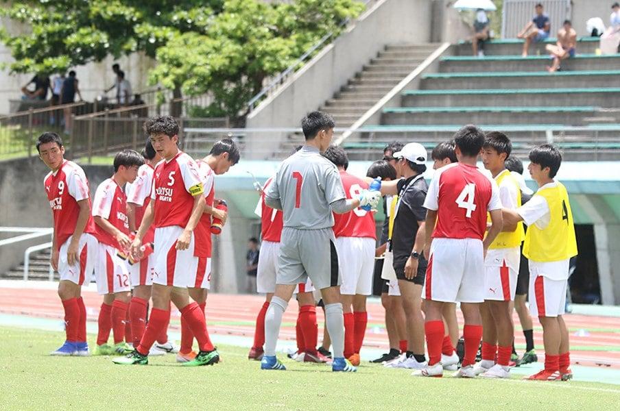 炎天下の連戦が続く日程に危惧の声。見直すべきインハイサッカーの運営。<Number Web> photograph by Takahito Ando