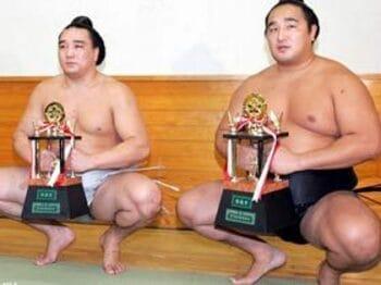 土俵狭しと暴れまわる、小兵3力士に注目せよ。<Number Web> photograph by JMPA