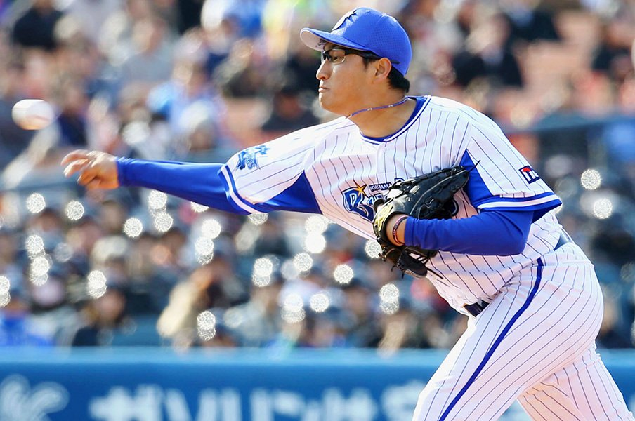 """打者を""""ビビらせる""""豪快フォーム。DeNAドラ8進藤拓也に威圧感あり。<Number Web> photograph by Kyodo News"""