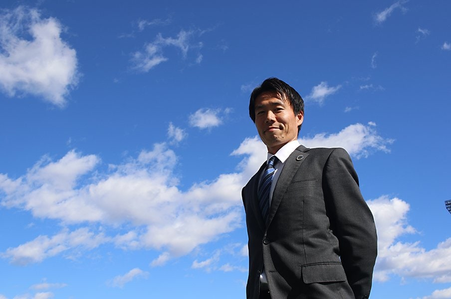 異色のGM、水戸・西村卓朗の仕事。選手とJクラブを育て、街を育てる。<Number Web> photograph by Takahito Ando