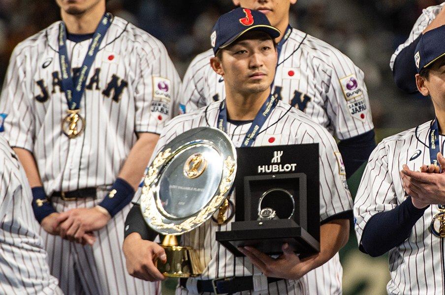 韓国を破り世界一! プレミア12で見えた東京五輪の4番、捕手、救援陣。<Number Web> photograph by Nanae Suzuki