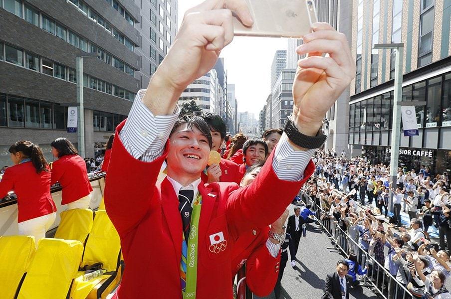 内村航平のプロ化で収入や活動は?日本体操界初の試みは成功するか。<Number Web> photograph by AFLO