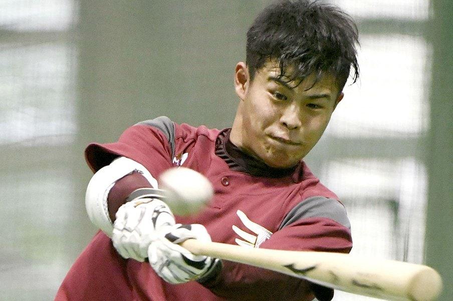 プロ野球に選手を送り出す監督たち。風呂、宗教……心配の種は多種多様。<Number Web> photograph by Kyodo News