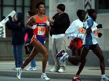 マラソン日本記録にボーナス1億円!?空前絶後の高額賞金の裏側に迫る。<Number Web> photograph by AFLO SPORT