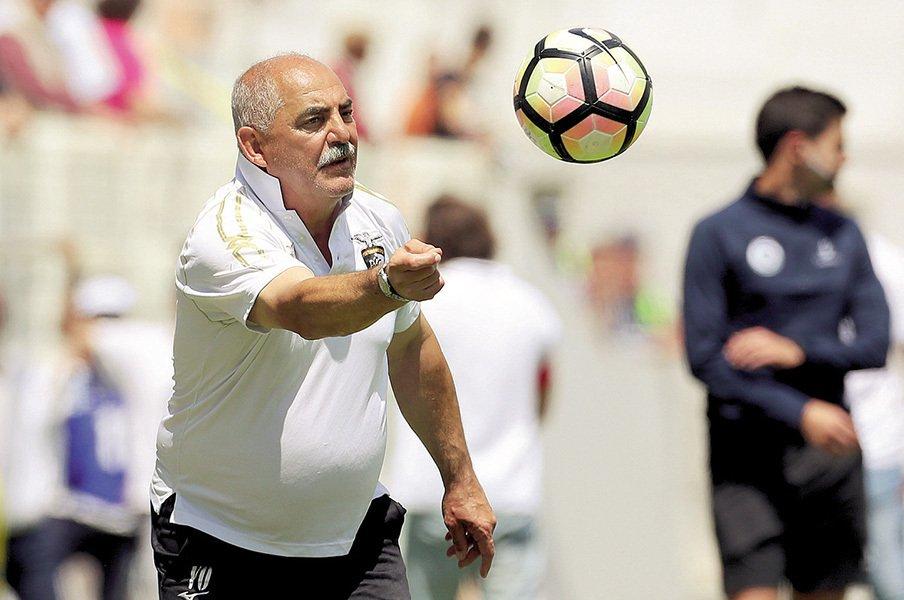 10度のクラブ昇格を実現した魔術師。ポルトガルの名将、オリベイラの人生。<Number Web> photograph by Andre Vidigal/Global Imagens/Iconsport