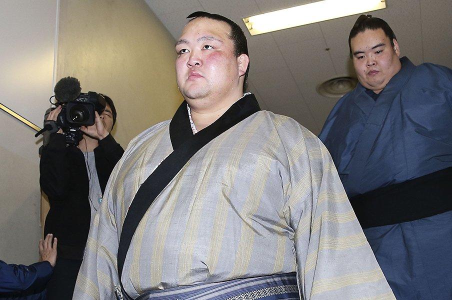 稀勢の里の引退で思い出した、1人で福岡に通っていた懸命な姿。<Number Web> photograph by Kyodo News