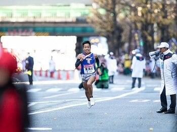 「最強」の青学が箱根で負けた理由。東洋、東海が全てをかけた4区勝負。<Number Web> photograph by Yuki Suenaga