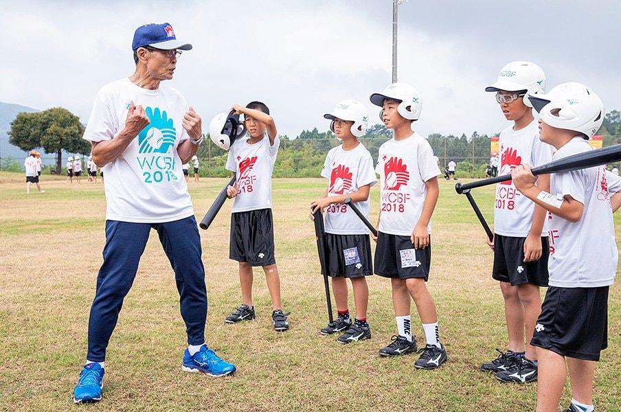 王貞治会長は今も普及の最前線に。遊びと学びが共存する野球教室。<Number Web> photograph by WCBF