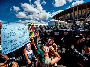 催涙スプレーと鈍かったセレソン――。ブラジルに負けて「がっかり」の贅沢。