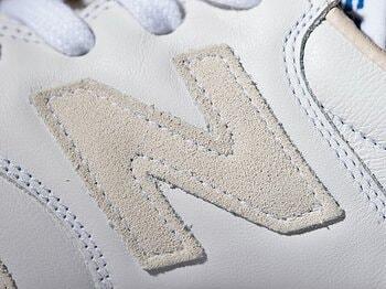 """伝説の""""白スニ""""が復活!? 「NB」のコートスタイルでスポーツカジュアルをキメる!<Number Web> photograph by Nanae Suzuki & Seikoh Coe & New Balance Japan"""