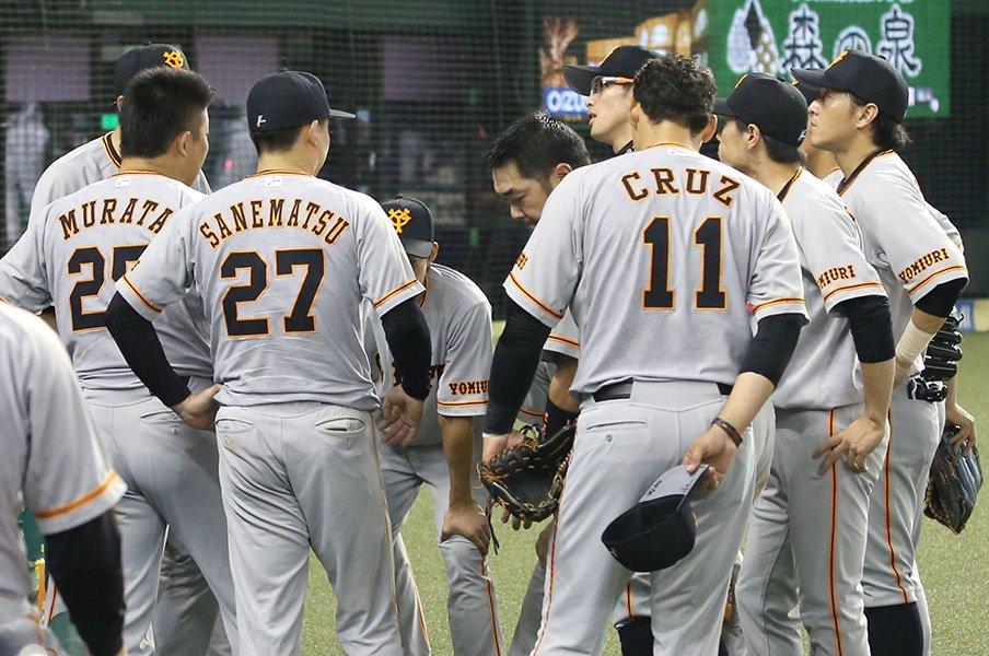 18連敗ロッテ監督の言葉をきけ!巨人軍、戦犯さがしはまだ早い。<Number Web> photograph by Kyodo News
