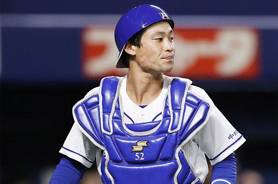 """7人の野球部育ちの""""バズーカ捕手""""。加藤匠馬は中日変革の象徴となるか。<Number Web> photograph by Kyodo News"""