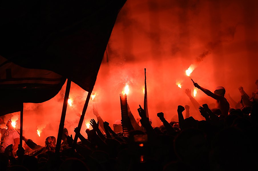 ドイツのカップ戦は1回戦から熱狂。5部クラブの夢と大迫勇也の洗礼。<Number Web> photograph by Getty Images
