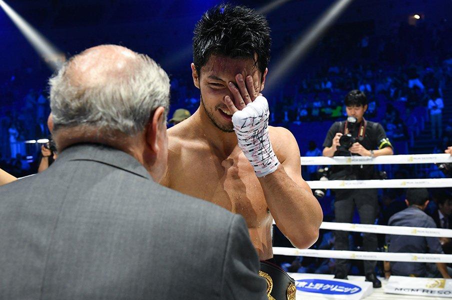 倒したい「邪念」を制してKO防衛。村田諒太、ゴロフキン戦にまた前進。<Number Web> photograph by Hiroaki Yamaguchi
