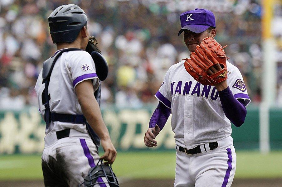 ストレートの伸びがまるで漫画!金足農・吉田輝星に鹿実打線が驚嘆。<Number Web> photograph by Kyodo News