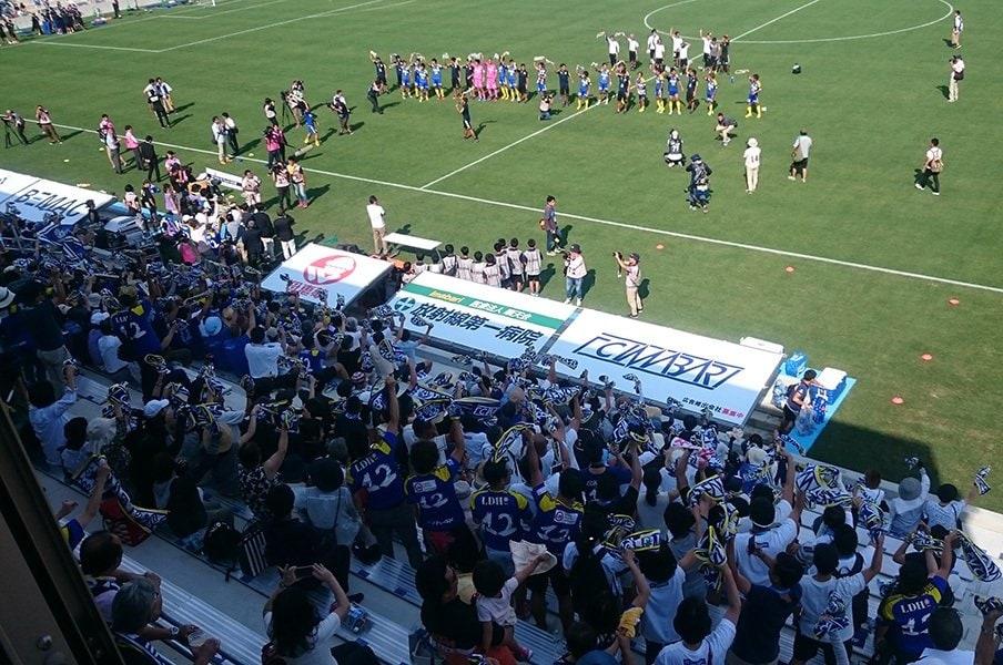 FC今治新スタジアムはこだわり満載!岡田オーナーは自分の足で確かめる。<Number Web> photograph by Toshio Ninomiya