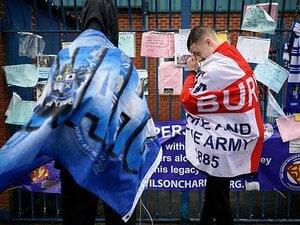 英国の小さなサッカークラブ消滅も、ファンの地元愛と魂は死なない。