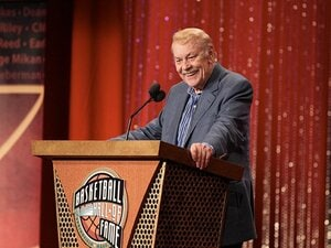 NBA隆盛の礎を築いた名物オーナーの偉大な足跡。~レイカーズを支えた巨星墜つ~
