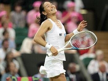 セリーナに完敗でも、伊達が前向きだった理由。~ウィンブルドンで魅せた42歳の技~<Number Web> photograph by Hiromasa Mano