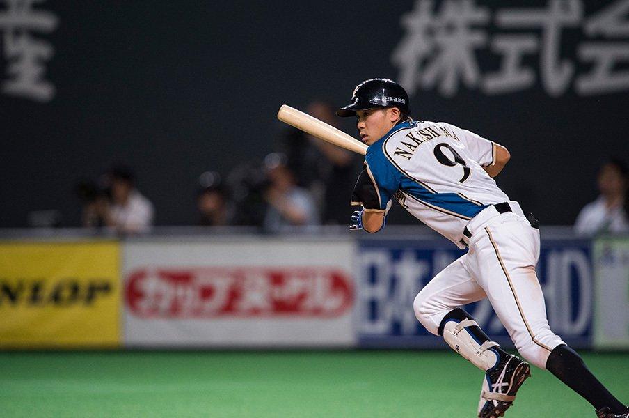 粘って粘って強大な敵に立ち向かえ!日本ハム・中島卓也が醸す野球ロマン。<Number Web> photograph by Nanae Suzuki